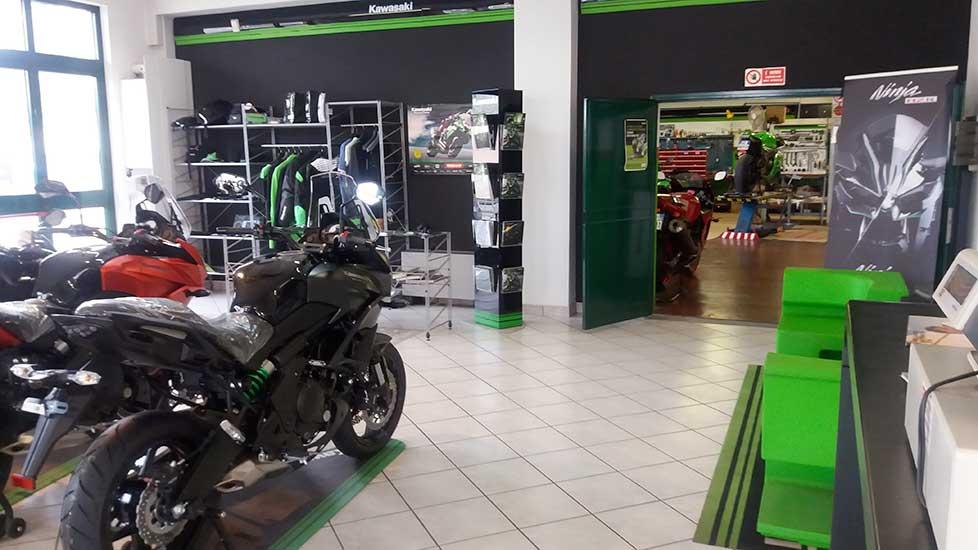 http://lineamoto.net//mbo-content/media/2016/negozio-2.jpg