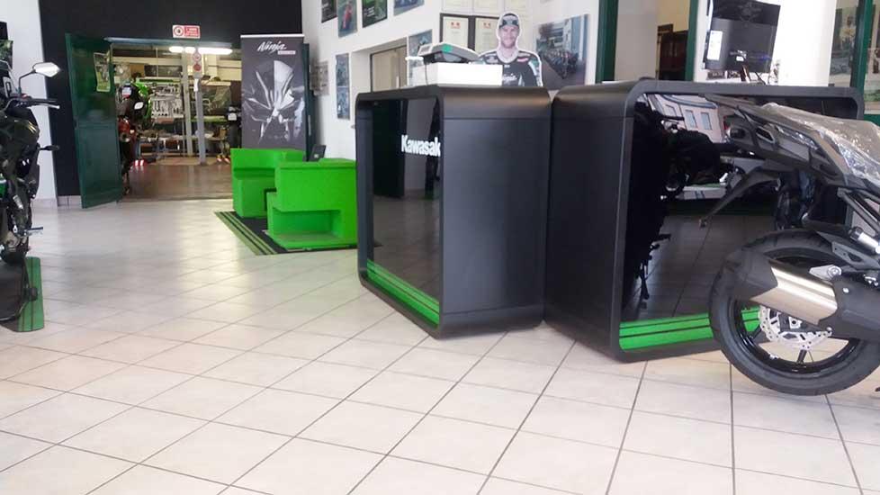 http://lineamoto.net//mbo-content/media/2016/negozio-3.jpg